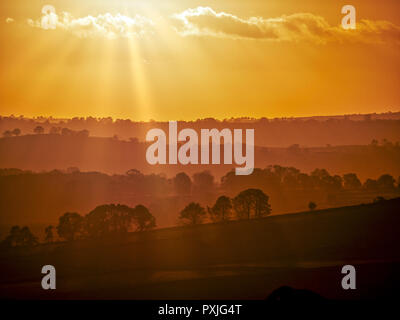 Biggan, UK. 22nd Oct, 2018. UK Weather: spectacular sunset along the A515 road between Buxton & Ashbourne in the Peak District National Park, Derbyshire Credit: Doug Blane/Alamy Live News - Stock Image
