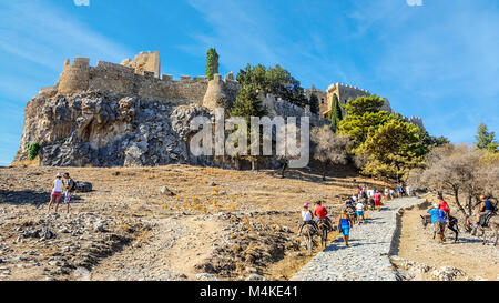 The medieval Knights of St John Castle on the Lindos Acropolis on the island of Rhodes, Greece, with tourists and - Stock Image