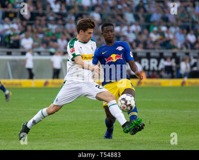 sports, football, Bundesliga, 2018/2019, Borussia Moenchengladbach vs RB Leipzig 1-2, Stadium Borussia Park, scene of the match, Jonas Hofmann (MG) left and Amadou Haidara (RBL), DFL REGULATIONS PROHIBIT ANY USE OF PHOTOGRAPHS AS IMAGE SEQUENCES AND/OR QUASI-VIDEO - Stock Image