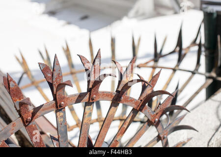 Spiked rusty metal fence top - Stock Image