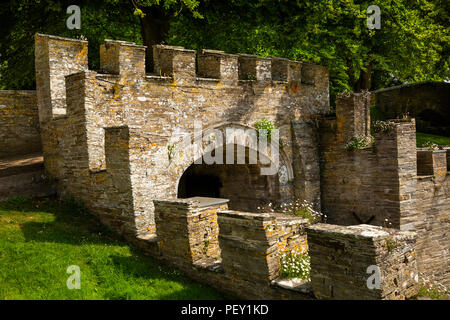 UK, Cornwall, Padstow, Prideaux Place, stone gateway into Bridge Garden - Stock Image