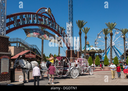 Horse and carriage at Kemah boardwalk amusement park - Stock Image