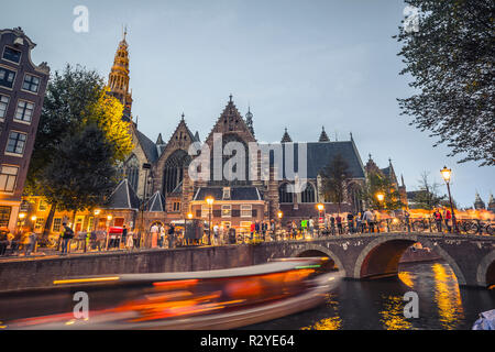 """Amsterdam """"Oude Kerk"""" church and old bridge in evening - Stock Image"""