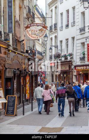 Street scene along Rue Saint Severin in the Latin Quarter, Paris, France - Stock Image