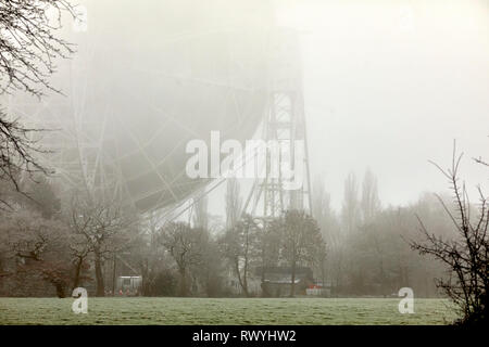 Jodrell Bank Discovery Centre's telescope in the cheshire mist - Stock Image