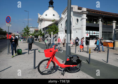 People red Jump electric bike share bicycle parked outside Time Out Market building on Avenida 24 de Juhlo in Lisbon Portugal Europe   KATHY DEWITT - Stock Image