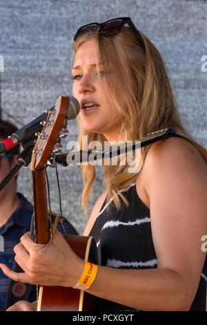 Woodstock, UK, 4th August 2018. Visitors flocked to BBC Countryfile Live, held within the grounds of Blenheim Palace. Animals, wildlife, food, outdoor sports, conservation, farming, rural affairs, entertainment, all were represented. Dolly Mavies, an Indie Folk/Soul Singer, on stage. Credit: Stephen Bell/Alamy Live News. - Stock Image
