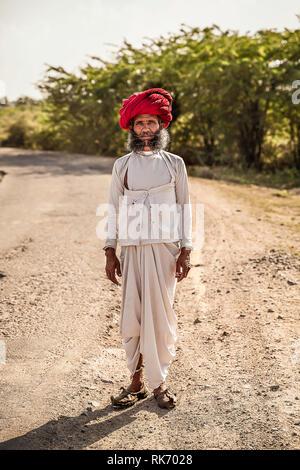 Rajasthani man wearing white traditional dress and red turban - Stock Image