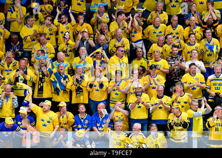 Bratislava, Slovakia. 18th May, 2019. Hockey fans of Sweden in action during the match Sweden against Switzerland within the 2019 IIHF World Championship in Bratislava, Slovakia, on May 18, 2019. Credit: Vit Simanek/CTK Photo/Alamy Live News - Stock Image