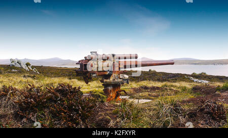 Rusted remains of World War 2 mounted naval gun at Ordnance Point, Falkland Islands. - Stock Image