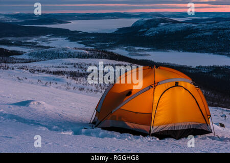 Tent on mountain with a wonderful view in winter in Swedish lapland, Sweden - Stock Image