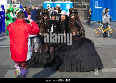 Steam punk dressed ladies being photographed - Stock Image