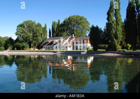 El Retourno Hotel on Lago Gutierrez Bariloche Argentina - Stock Image