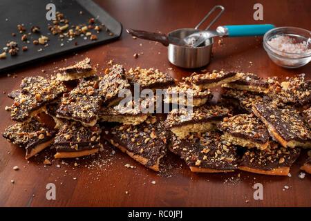 Keto cracker toffee - Stock Image
