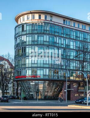 Berlin Wilmersdorf.Küchenhaus kitchen studio designs & installs kitchens. Modern glass building exterior & facade - Stock Image