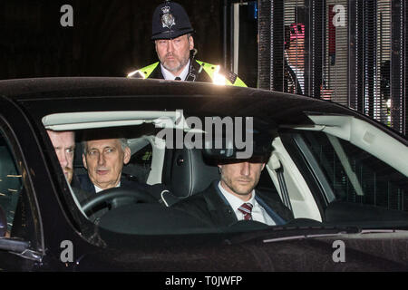 London, UK. 20th March, 2019. Philip Hammond MP, Chancellor of the Exchequer, leaves the House of Commons on the evening that Prime Minister Theresa May was meeting Opposition leaders to discuss extending Article 50 before travelling to Brussels tomorrow for an EU summit. Credit: Mark Kerrison/Alamy Live News - Stock Image