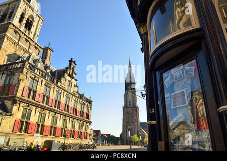 Delft Town Hall (Stadhuis) and the New Church (Nieuwe Kerk) in the Market Square (Markt) in the centre of the historic town of Delft, Netherlands - Stock Image