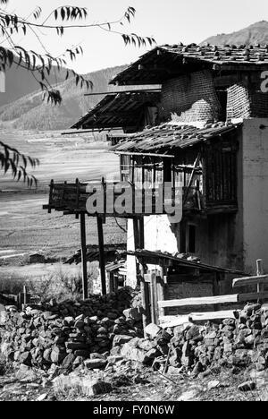 Black and white image of traditional farmhouse in Gophu Village, Phobjikha Valley, Bhutan - Stock Image