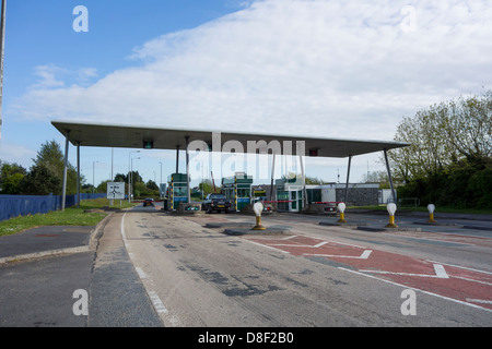 The toll booths of the Cleddau Bridge which crosses the Cleddau River in Pembrokeshire - Stock Image
