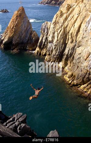 A novice cliff diver perfecting his technique at Quebrada in Acapulco - Stock Image