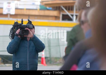 Maple Ridge, B. C. March 25, 2019.  Canadian Prime Minister Justin Trudeau to address the media about affordable housing.  TV cameraman on site. - Stock Image