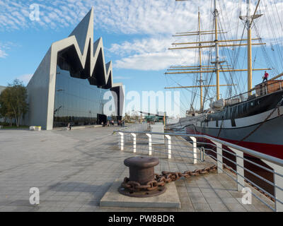 The Riverside Museum of Transport in Glasgow, Scotland and the Glenlee Tall Ship. - Stock Image