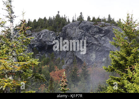 Rocky cliff on Camel's Hump, VT, USA - Stock Image