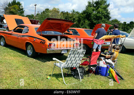 American vintage car show in Salisbury, North Carolina. Family picnic behind a1973 Plymouth Duster. - Stock Image