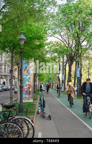 City cycle lane, view of cyclists riding their bikes on a cycle lane in the Ringstrasse in central Vienna, Wien, Austria. - Stock Image