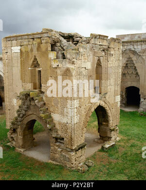 Turkey. Aksaray Province. Sultanhani. Sultan Han. 13th century. Seljuk caravanseral. Architect, Muhammad ibn Khalwan al-Dimashqi. It was built during the reign of sultan Kayqubad I. 1232-1236. Silk Road. View of Square stone kiosk-mosque. - Stock Image