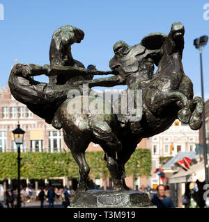 Depiction of jousting knights in Haarlem, the Netherlands. The sculpture is displayed on the Grote Merkt. - Stock Image