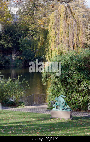 Ørstedsparken, Ørsted's Park, a public park in central Copenhagen. The Wrestlers, copy of antique statue. Lake, trees in autumn colours. Common heron. - Stock Image