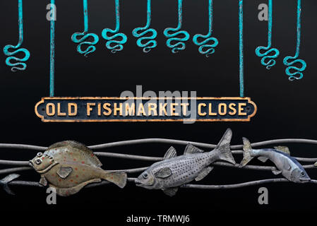 Sign above the entrance to Old Fishmarket Close on the High Street, Edinburgh, Scotland, UK. - Stock Image