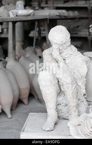 Historic man encased in ash at Pompei - Stock Image