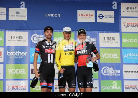 London, UK.  11th September 2016. Tour of Britain stage 8, circuit race.  Steve Cummings (centre) wins the tour, - Stock Image