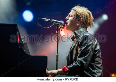 Tom Odell performing live - Stock Image