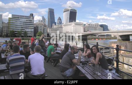The Old Thameside Inn Pickfords Wharf London - Stock Image