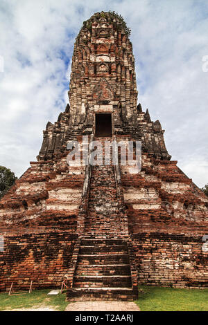 Khmer-style Prang at Wat Chaiwatthanaram in Ayutthaya, Thailand. - Stock Image
