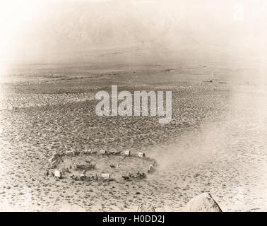 Circle of covered wagons on open plain - Stock Image