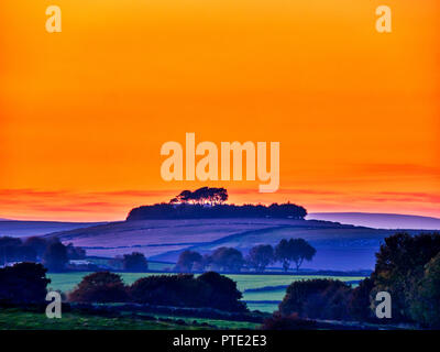 Minning Low hill. 9th Oct 2018. UK Weather spectacular sunset over Minning Low hill Historic England monument with a chambered tomb & two bowl barrows Peak District National Park, UK HDR brackets Credit: Doug Blane/Alamy Live News - Stock Image