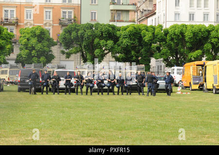 Zürich-City: The police is getting ready for the labour day on May 1st at the headquarter in Kaserne - Stock Image