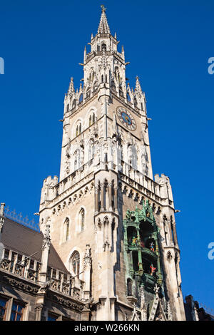 Main square of the Munich, Germany - Marienplatz (Marian square). The old and new city halls, Marian column, church Frauenkirche and Fish's fountain t - Stock Image