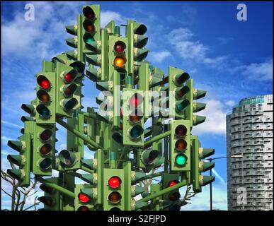 The Traffic Light Tree - an art sculpture on Trafalgar Way in the Canary Wharf area of London. If you were a motorist - should you go or should you stay?! Photo Credit - © COLIN HOSKINS. - Stock Image