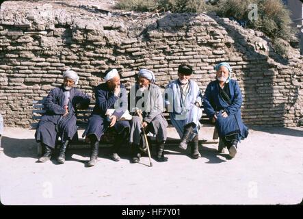 Old men in turbans, resting on a bench; Bukhara, Uzbekistan. - Stock Image