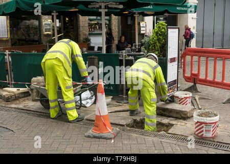 Workers relaying paving Market Hill Cambridge 2019 - Stock Image