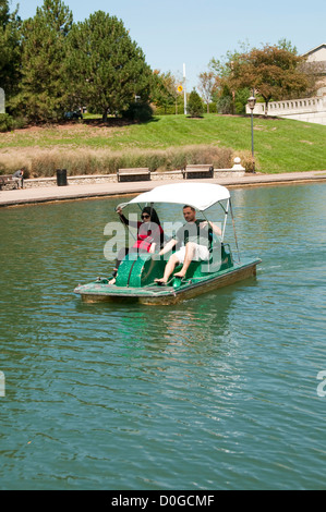 USA, Indiana, Indianapolis, canal in downtown area, couple on paddleboat - Stock Image