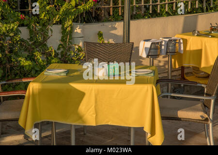 Yellow table at outdoor restaurant in Marbella - Stock Image