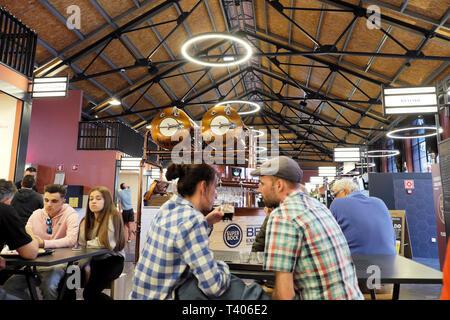 Couple people drinking beer at a cafe restaurant table in Mercado Beira-Rio market in Vila Nova de Gaia in Porto, Portugal Europe EU   KATHY DEWITT - Stock Image