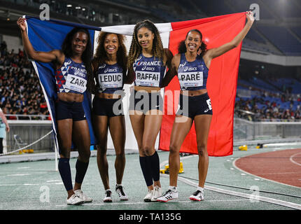 YOKOHAMA, JAPAN - MAY 12: Carolle Zahi, Cynthia Leduc, Estelle Raffai and Maroussia Paré of France after they won the women's 4x200m final during Day 2 of the 2019 IAAF World Relay Championships at the Nissan Stadium on Sunday May 12, 2019 in Yokohama, Japan. (Photo by Roger Sedres for the IAAF) - Stock Image