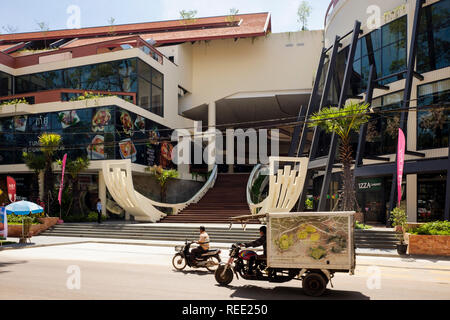 Street scene outside a modern new shopping centre in Siem Reap, Cambodia, southeast Asia - Stock Image